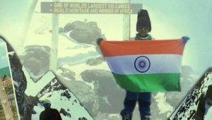 Hintli 7 yaşındaki çocuk Afrika'nın en yüksek dağı Kilimanjaro'ya tırmandı