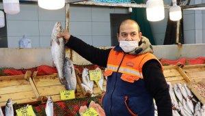 """Sezonu bitirmeye hazırlanan balıkçılardan uyarı: """"Varken yiyelim"""""""