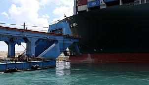Süveyş Kanalı saatler içinde açılabilir: ''Bekleyen 321 gemi var!''