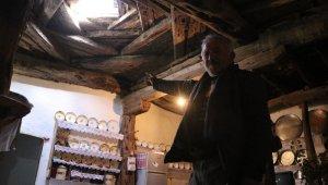 Zamana meydan okuyan ev, tavanı ile dikkat çekiyor