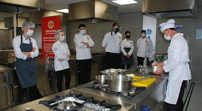 """Aşçılık Programı öğrencilerine """"gemi aşçılığı"""" eğitimi!"""