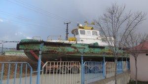 Atıl durumdaki tekne eğitim için okula taşındı!