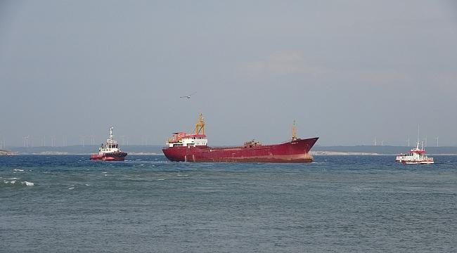 Bozcaada'da karaya oturan gemi kurtarıldı!