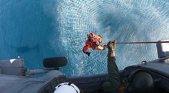 """Deniz Kurtarma Ekibi'nden """"Helikopterle Denizden Personel Kurtarma Eğitimleri"""""""