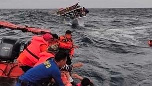 Endonezya'da balıkçı gemisi ile yük gemisi çarpıştı: 17 ölü