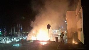 Fransa'da alevlere teslim olan balıkçı teknesi yanarak kül oldu!