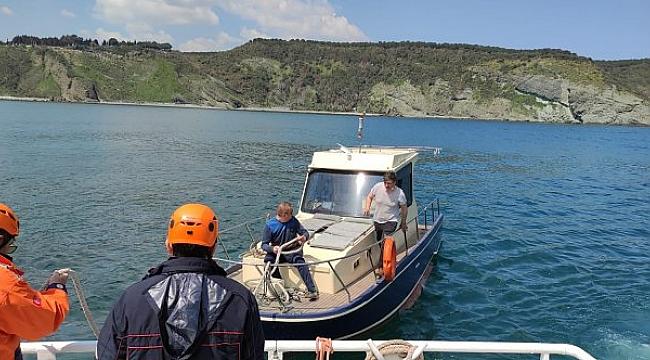 Garipçe açıklarında sürüklenen tekne KEGM ekiplerince kurtarıldı!