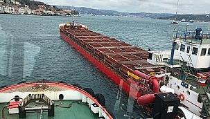 İstanbul Boğazı'nda arızalanan yük gemisi sürüklendi! (Video)