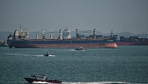 Korsanlar Singapur Boğazı'nda üç gemiye saldırdı: Bir denizci yaralandı!