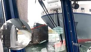 Ro-ro gemisi Rotterdam'da Calandbrug Köprüsü'ne çarptı! (Video)