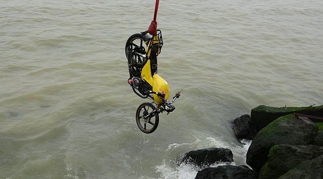 Samsun'da denizin içinde motosiklet bulundu!