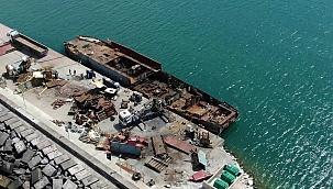 Şile'de yanan 1976 inşa yük gemisi parçalara ayrılıyor!