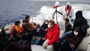 Yunanistan Sahil Güvenlik lastik bota bindirip geri itti!