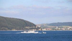 Fransız savaş gemisi Çanakkale Boğazı'ndan geçti!