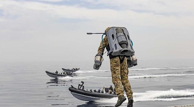İngiliz Donanması gemi baskını için Jetpack denedi! (Video)