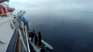 İzmir açıklarında 8 düzensiz göçmen kurtarıldı!