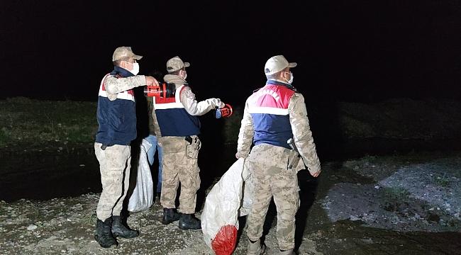 Kaçak avlanılan 200 kilo canlı balıklar tekrar suya bırakıldı