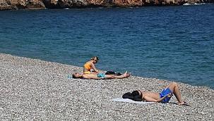 Kısıtlamanın ilk gününde sahiller turistlere kaldı!