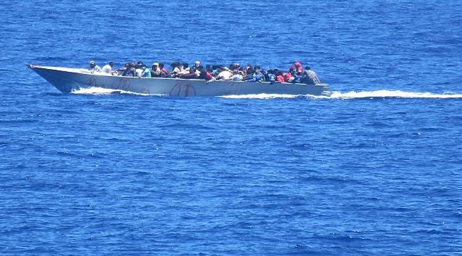 Libya açıklarında 4'ü çocuk 54 düzensiz göçmen kurtarıldı