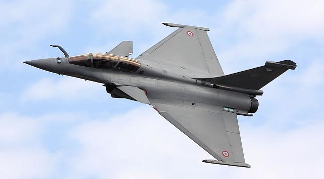 Mısır, Fransa'dan 30 savaş uçağı almak için anlaşma imzaladı