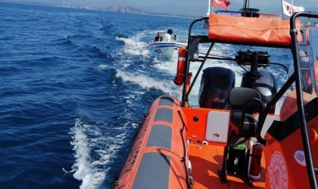 Arıza yapan teknede mahsur kalan 2 kişi kurtarıldı!