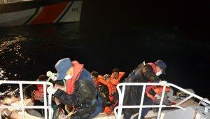 Balıkesir açıklarında fiber tekne içinde 8 göçmen kurtarıldı!