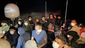 Bodrum açıklarında sürüklenen 30 göçmen kurtarıldı!