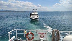 Çanakkale Boğazı'nda arızalanan tekneye KEGM müdahale etti!