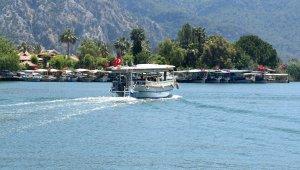 Dalyan'da sezonu gecikmeli açan tekneciler turistleri bekliyor