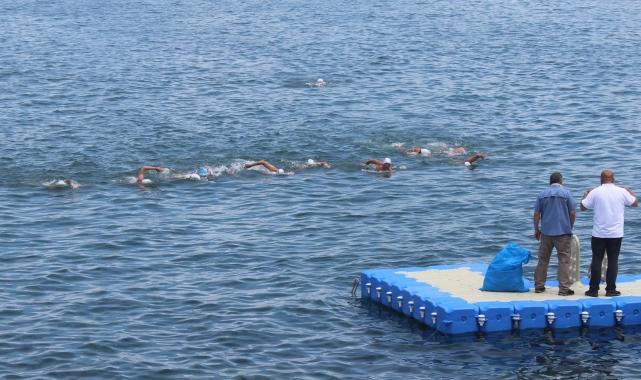 Dünya sağlık çalışanları ve dostluk için Sochi'den Giresun'a yüzdüler