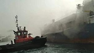 Sudan'da Ro-ro kargo gemisi alevler içinde kaldı!