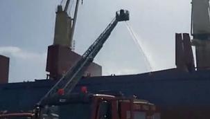 Türk sahipli gemi İsrail'de alevlere teslim oldu! (Video)