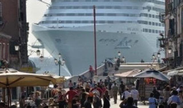 UNESCO Venedik'i yolcu gemileri nedeniyle 'Tehlike Altındaki Miraslar' listesine alıyor!