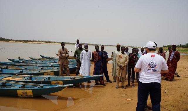 Yedi Başak'tan Nijer vatandaşlarına balıkçı teknesi