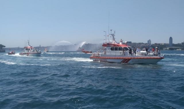 Kıyı Emniyeti'nden 15 Temmuz anısına Üsküdar'da saygı geçişi!