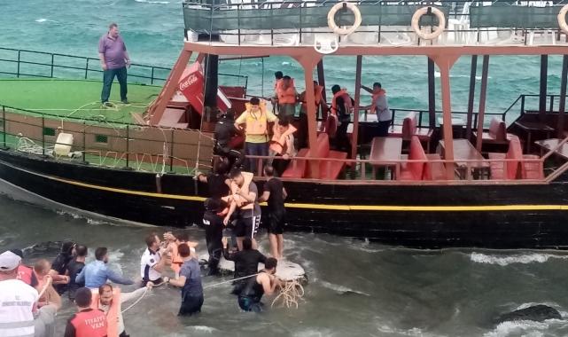 Van Gölü'nde karaya oturan teknedeki yolcular büyük korku yaşadı!