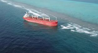 Maldivler'de karaya oturan geminin kaptanına ihmalkarlık suçlaması! (Video)