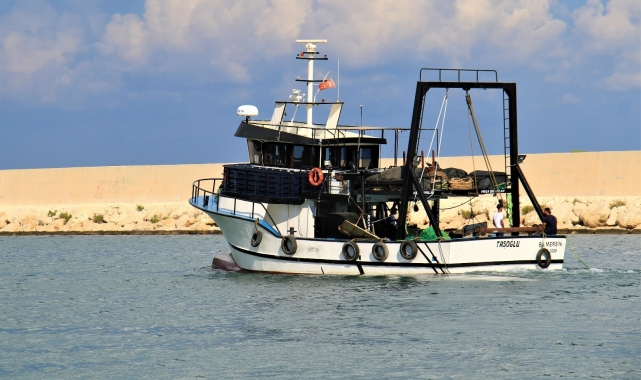 """Mersinli balıkçılar """"Vira Bismillah"""" diyerek denize açıldı!"""