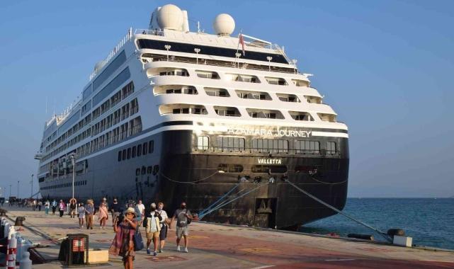 Zenginler Gemisi' Azamara Journey Kuşadası'nda!