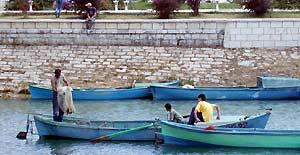 Özbek balıkçıyı elektrik çarptı