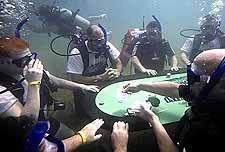Kumarbazların denizaltı keyfi